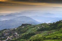 Bergweg in Thailand stock afbeeldingen