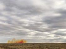 Bergwerkexplosion entlang dem Horizont stockfotografie