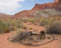 Bergwerksausrüstung der Verrottung in der Wüste Stockbild