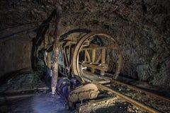 Bergwerksausrüstung im alten Bergwerk Stockfoto