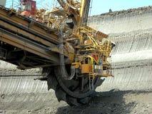 Bergwerksmaschine in der Tätigkeit Lizenzfreie Stockfotos