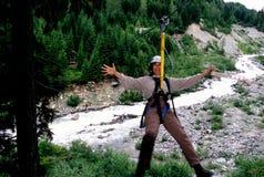 bergwhistler som ziplining Arkivfoto