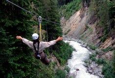 bergwhistler som ziplining Royaltyfria Bilder
