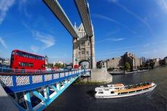 Berühmte Kontrollturm-Brücke in London, England Lizenzfreie Stockfotografie
