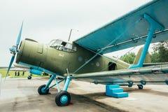 Berühmtes Erbe Sowjet-Flugzeug Paradropper Antonow An-2 des Fliegens Lizenzfreie Stockfotos