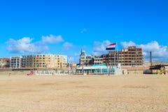 Berühmtes großartiges Hotel Amrath Kurhaus und Scheveningen setzen Panorama, Den Haag, die Niederlande auf den Strand Stockfoto