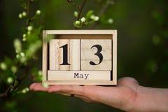 13 bericht van de de Moedersdag van Mei het Gelukkige met houten kalender Royalty-vrije Stock Afbeelding