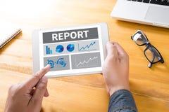 Berichten Sie über Unternehmensplan-Geschäftsmannhandfunktion stockfotografie