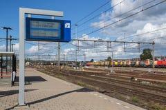 Berichtraad met vertrektijden van treinen bij Nederlands station van Amersfoort Royalty-vrije Stock Foto's