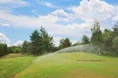 Berieselungsanlagen am Golfplatz Lizenzfreies Stockbild