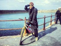 Berijd een fiets Stock Foto's