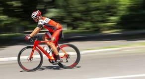 Berijdende weg het rennen fiets bergaf in centraal park stock foto's