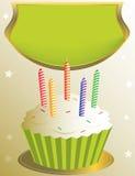Berijpte verjaardag cupcake met aanplakbiljet Stock Foto's