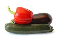 Beringela, pimentas e zucchini no backgrou branco Fotos de Stock
