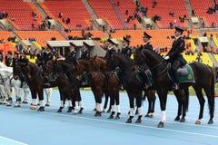 Berittene Polizei patrouillieren am Moskau-Stadion Lizenzfreie Stockfotos