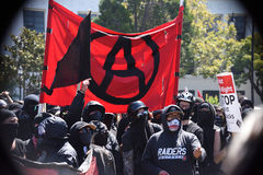 Berkeley Protests Against Fascism rasism och Donald Trump arkivfoton