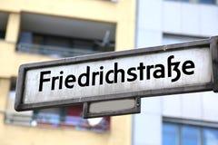 berkshires germany Indikeringen av gatan kallade den friedrich straen royaltyfri fotografi