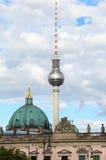 berkshires germany Televisiontorn och på den stora sfären ap för metall royaltyfri fotografi
