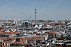 berkshires 06/14/2018 Panoramautsikt uppifr?n av ett Potsdamer Platz torn royaltyfria bilder