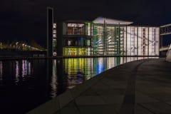 BERLÍN, ALEMANIA - 2 DE ABRIL DE 2008: Nuevo edificio de cristal del Reich Foto de archivo libre de regalías