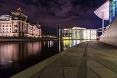 BERLÍN, ALEMANIA - 2 DE ABRIL DE 2008: Nuevo edificio de cristal del Reich Imagen de archivo libre de regalías