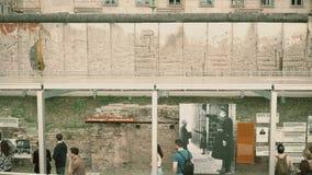 BERLÍN, ALEMANIA - 30 DE ABRIL DE 2018 La topografía de la exposición del museo del terror cerca de Berlin Wall famoso metrajes