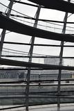 BERLÍN, ALEMANIA - 17 de diciembre de 2017: Vista interior de la bóveda en el edificio de Reichstag Fotografía de archivo