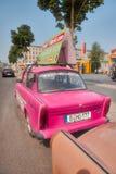 BERLÍN, ALEMANIA - 24 DE JULIO DE 2016: Trabant 601 en Berlin Iconic Ea foto de archivo libre de regalías