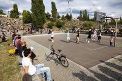 Juego de baloncesto en Mauerpark Berlín Fotos de archivo libres de regalías
