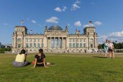 BERLÍN, ALEMANIA - 25 DE MAYO DE 2018 El edificio de Reichstag Berlín en la puesta del sol fotografía de archivo libre de regalías