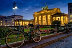 BERLÍN, ALEMANIA - 23 DE SEPTIEMBRE DE 2015: Tor famoso de Brandenburger Imagen de archivo libre de regalías