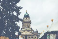 BERLÍN, ALEMANIA - DICIEMBRE 06,2017: Mercado de la Navidad, Deutscher Fotos de archivo