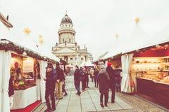 BERLÍN, ALEMANIA - DICIEMBRE 06,2017: Mercado de la Navidad, Deutscher Fotos de archivo libres de regalías
