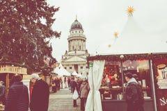 BERLÍN, ALEMANIA - DICIEMBRE 06,2017: Mercado de la Navidad, Deutscher Imagen de archivo libre de regalías