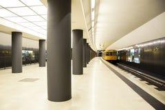 Berlín, Alemania En marzo de 2013 berlín Plataforma en el Tor de Brandenburger del subterráneo de Berlín Fotografía de archivo