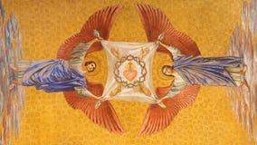 BERLÍN, ALEMANIA, FEBRERO - 14, 2017: El fresco de ángeles con la corona de espinas y del corazón de Jesús en Herz Jesus Fotos de archivo