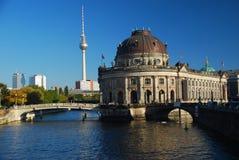 Berlín Alemania. Museo presagiado fotos de archivo