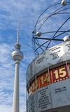 Berlín Alexanderplatz con Weltzeituhr Fotos de archivo