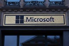 Berlín, Brandeburgo/Alemania - 22 12 18: Microsoft firma adentro Berlín Alemania por la tarde fotografía de archivo