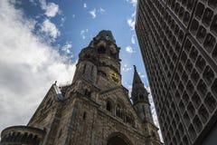 Berlín Kurfurstendamm. Commemorative church of the Kaiser bonbardeada for the allies Stock Image