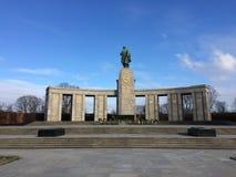 Berlín que camina y que visita Sowjetisches Ehrenmal Foto de archivo