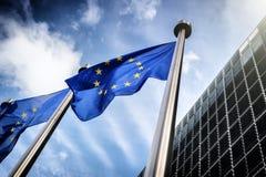 флаги комиссии здания Бельгии berlaymont brussels предпосылки европейские размещают штаб соединение Стоковая Фотография RF