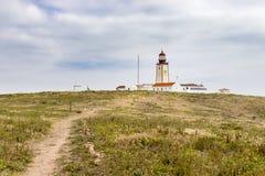 Berlengaseilanden, Portugal - Mei 21, 2018: Vuurtoren bovenop het Berlengas-natuurreservaat royalty-vrije stock afbeeldingen