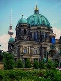Berlińscy Dom Katedralni z TV górują w tle Zdjęcie Royalty Free