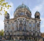 Berliński Katedralny widok z rzeczną bomblowanie panoramą Zdjęcie Royalty Free