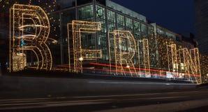 Berliński Kurfà ¼ stendamm przy nocą z światłami Zdjęcia Royalty Free