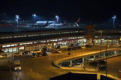 Berliński lotnisko przy nocą Zdjęcia Royalty Free
