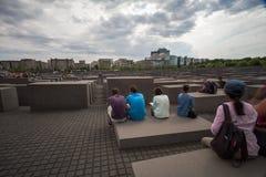 4 6 2017 BERLIŃSKICH NIEMCY: Żydowskiego holokausta Pamiątkowy muzeum i Berlin miasto linia horyzontu, Berlin, Niemcy zdjęcie royalty free