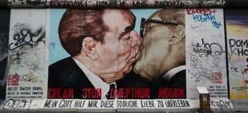 Berlińskiej ściany malowidło ścienne przy wschodniej części galerią Fotografia Stock