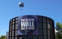 Berlińskiej ściany muzeum przy Checkpoint Charlie punktem zwrotnym zdjęcie stock